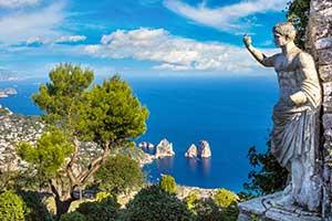 Statue og udsigt i Capri