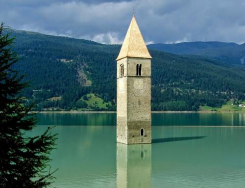 Lago di Reisa med det gamle klokketårn
