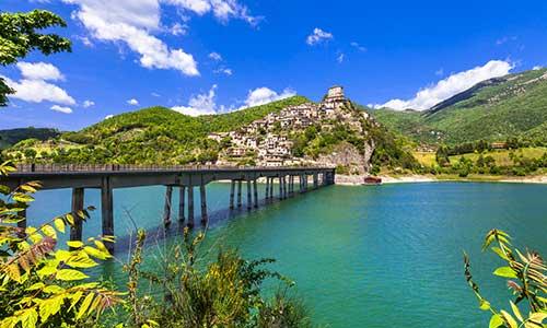 Ferie ved Lago del Turano i Lazio